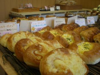 常時30種類の焼きたてのパン3.JPG